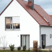 mainHAUS - Häuser: Jungfamilienwohnhaus Beispiel Außenansicht